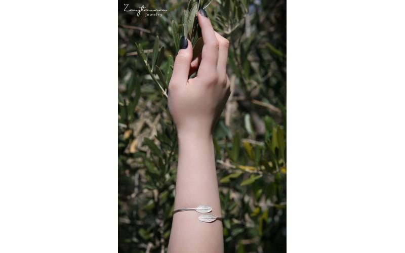 Two facing leaves bracelet
