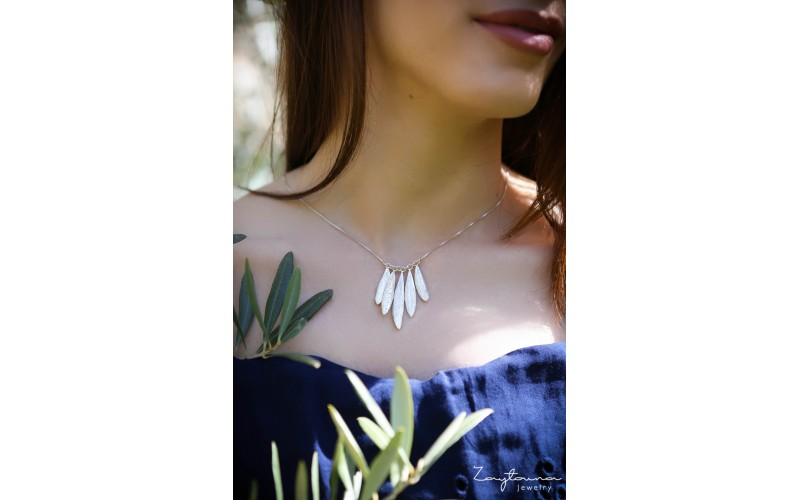 Five party leaves necklace