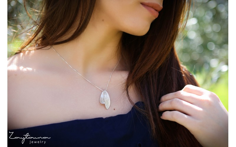 Linked double Leaf pendant