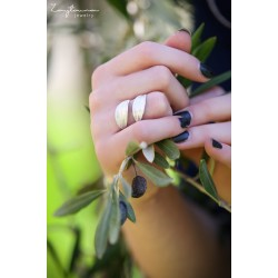 Two facing leaves ring