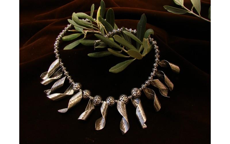 Cyclone necklace
